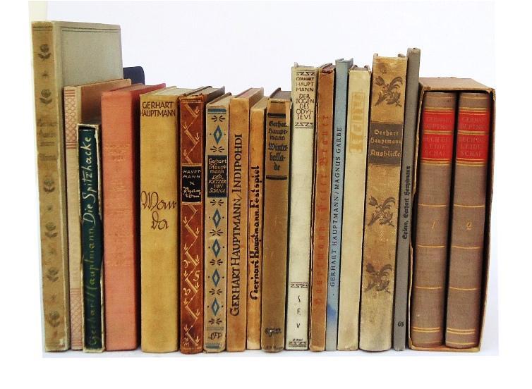 Sammlung von 16 Erstausgaben + 1 Biographie.