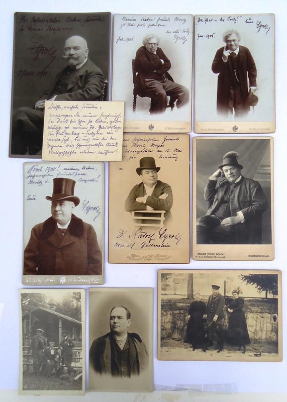 Konvolut aus 9 Fotografien (alle mit Widmungen bzw. längeren Mitteilungen) und einer eigenh. Karte von Rudolf Tyrolt.