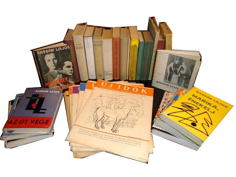 Sammlung Lajos Kassak. 22 Bücher und 11 Zeitungen (Uj Idök 1945).