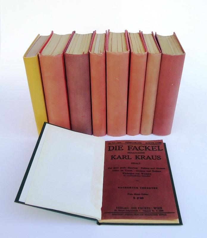 219 Nummern DIE FACKEL zwischen 1924 und 1936. Gebunden in 9 Ganzleinenbänden der Zeit.