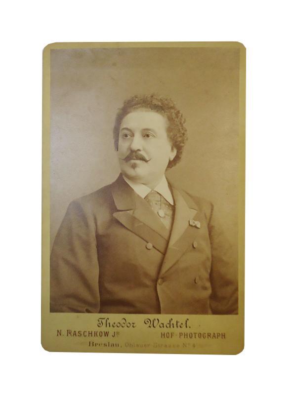 Portraitphotographie mit eigenhändiger Signatur, Wien 23. Februar 1881.